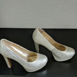 Gold glittered Mossimo pumps with platorm
